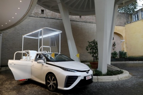 Paus Fransiskus Dapat Mobil Baru Tanpa Pelapis Anti-Peluru