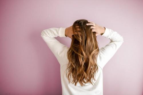 Ketombe adalah salah satu masalah rambut yang banyak dialami oleh kita. Dan hal ini membuat mitos tentang ketombe semakin banyak beredar. (Ilustrasi/Pexels)