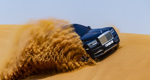 Uji Coba Ekstrim Mobil Para Sultan Melibas Gurun Pasir