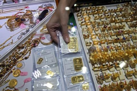 Cek Harga Emas Antam yang Terus Merosot