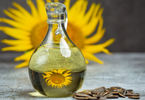 Minyak bunga matahari memiliki daya serap tinggi, sehingga tidak akan menyumbat pori-pori. (Foto: Ilustrasi. Dok. Freepik.com)