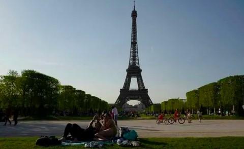 Serangan Anti-Muslim Terjadi di Paris, 2 Perempuan Berjilbab Ditikam