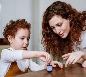 Cara Mengatasi Stres Akibat Covid-19 untuk Anak Usia 4-7 Tahun