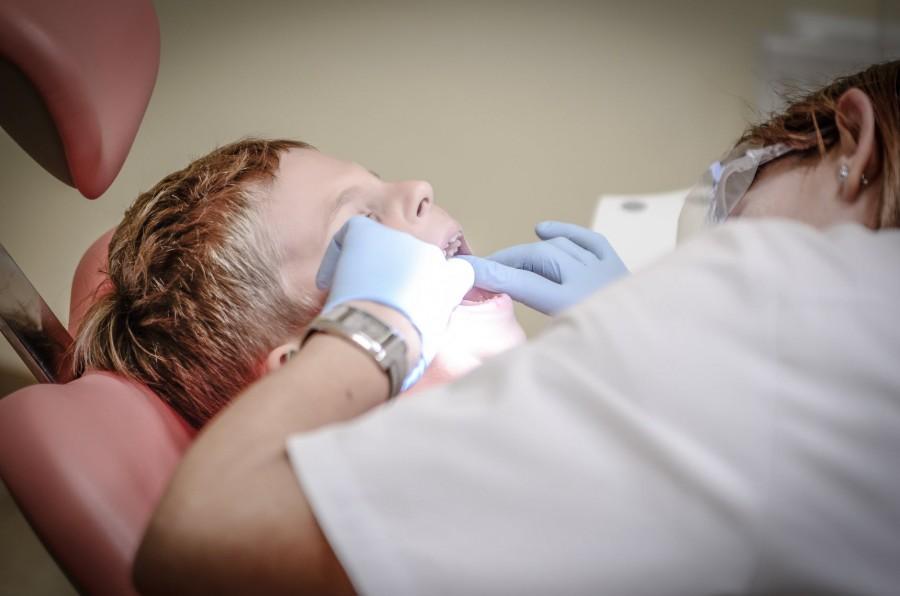 Karies gigi atau gigi berlubang merupakan salah satu gangguan pada mulut yang sering dialami anak-anak. (Ilustrasi/Pexels)