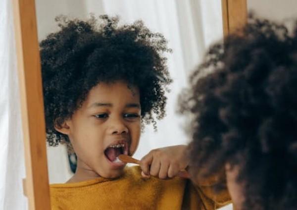 Kebiasaan-kebiasan Anak yang Bisa Merusak Gigi
