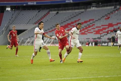 Bayern Muenchen vs Eintracht Frankfurt: Die Roten Pesta Gol