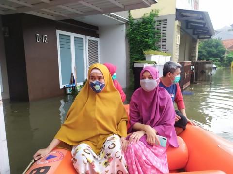 Belasan KK di Bogor Dievakuasi dari Banjir