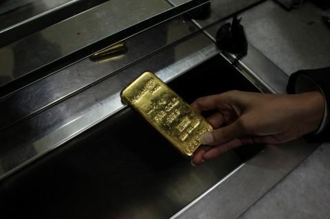 Merosot, Berikut Daftar Harga Emas Antam Hari Ini