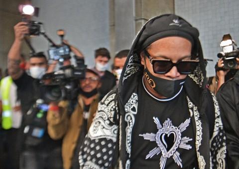 Setelah Keluar dari Penjara, Ronaldinho Terpapar Covid-19
