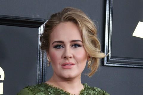 Transformasi Tubuh Langsing Adele Bikin Kagum Penggemar