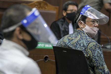 Benny Tjokro dan Heru Dihukum Bayar Uang Pengganti Rp16 Triliun