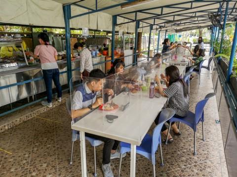 Makan di Restoran Wajib Isi Buku Tamu