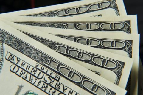 Dolar AS Merekah di Tengah Lonjakan Covid-19