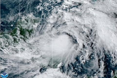 Badai Tropis Zeta Bergerak Menuju Meksiko dan AS