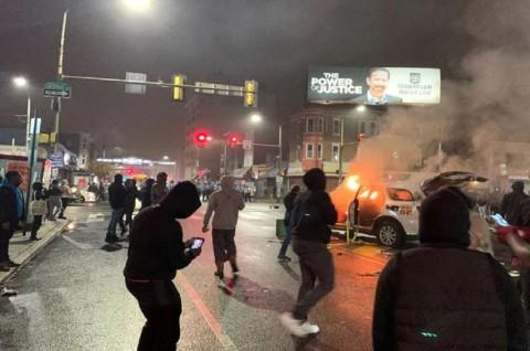 Polisi Philadelphia Ditabrak Truk dalam Aksi Protes Penembakan