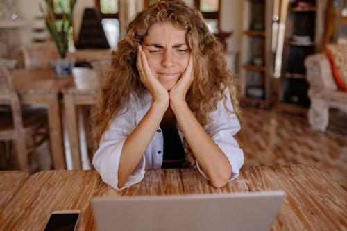 Sariawan bisa muncul karena stres dan mungkin dipicu oleh makanan yang mengiritasi mulut. (Foto: Pexels)