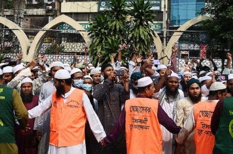 Puluhan Ribu Warga Bangladesh Berdemo Mengecam Macron