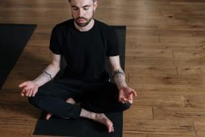 5 Rekomendasi Matras Yoga Kece yang Laki Banget