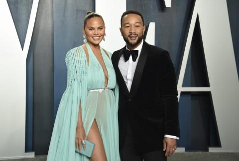 Istri John Legend Tanggapi Cibiran karena Bagikan Foto Usai Keguguran