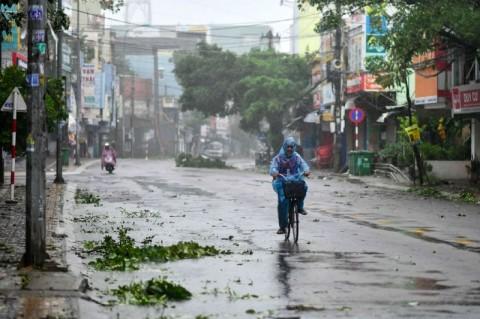 25 Orang Tewas saat Topan Molave Menghantam Vietnam