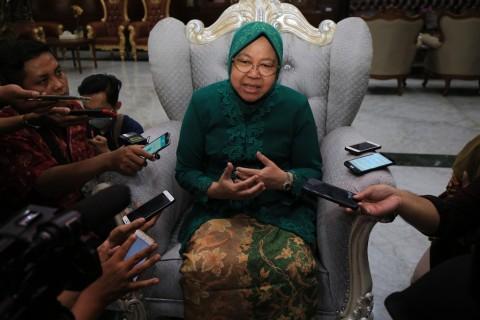 Pelapor Risma Bawa Saksi ke Bawaslu Surabaya