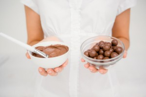 Yuk Cobain Bikin Hot Chocolate Bombs yang Lagi Viral di TikTok
