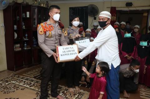 Taruna Akpol Salurkan 28 Ribu Masker dan 1.500 Paket Sembako