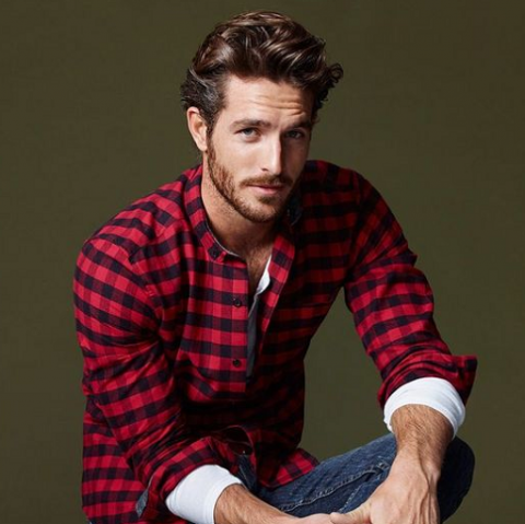 6 Cara Padu Padan Kemeja Flannel untuk Pria