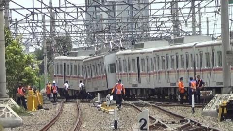 KRL Bekasi-Jakarta Kota Anjlok di Stasiun Kampung Bandan