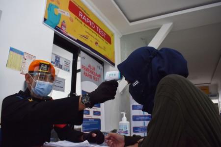 12 Ribu Pemudik Ikut Tes Cepat Covid-19 di Stasiun Gambir dan Pasar Senen