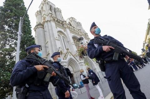 Polisi Tahan Pria yang Diduga Kontak Pelaku Penyerangan di Nice