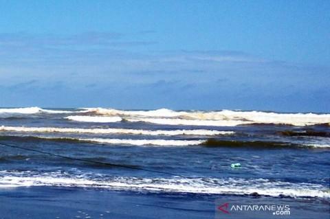 Gelombang Laut Selatan Jabar-DIY Diprediksi Capai 6 Meter
