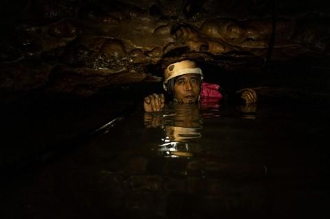 Mencari Sumber Mata Air di Sungai Bawah Tanah