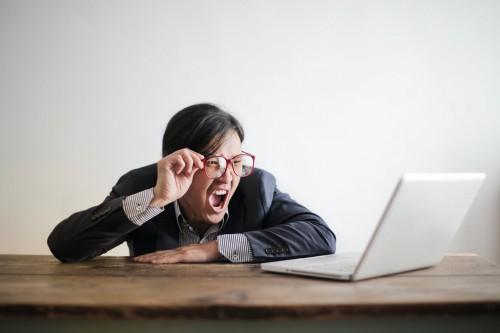 Jika kamu diracuni oleh lingkungan kerja, kamu akan merasakan efeknya tidak hanya pada pikiran dan jiwa kamu. (Ilustrasi/Pexels)