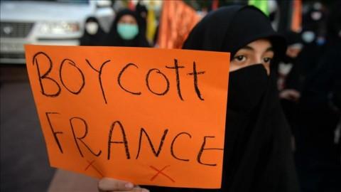 Macron Terancam Kehilangan Rp1.442 Triliun Akibat Seruan Boikot Produk Prancis