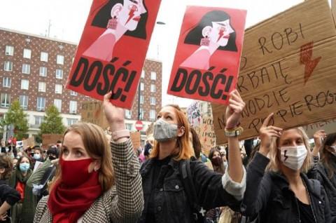 Puluhan Ribu Pedemo Aborsi di Polandia Kembali Turun ke Jalan
