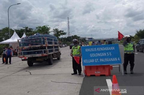 Truk Sumbu 3 Arah Jakarta di Tol Palikanci Dialihkan ke Arteri