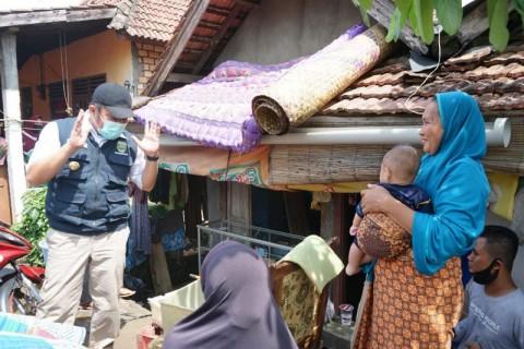 Herman Deru Bangun Kembali 5 Rumah Warga Korban Banjir Muara Enim