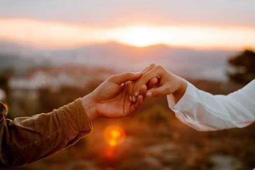 Ada beberapa hal yang bisa kita lakukan agar teman kita terjauh dari tindakan bunuh diri. (Foto: Ilustrasi/Pexels.com)