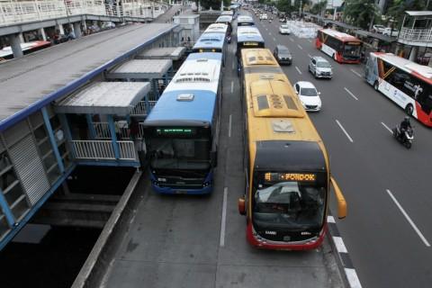 Pengalihan Rute TransJakarta Meluas Imbas Demo