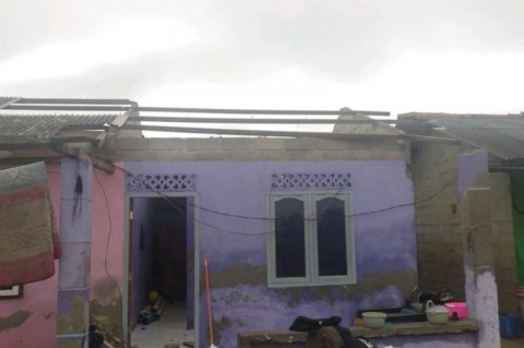 Puting Beliung Sapu Puluhan Rumah di Bangka Belitung