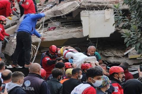 Korban Gempa Turki dan Yunani Lampaui 100 Orang
