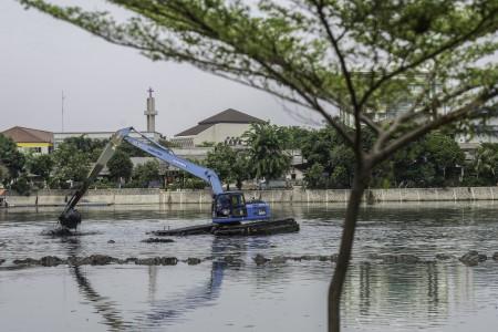 Antisipasi Banjir, Waduk di Jakarta Terus Dikeruk