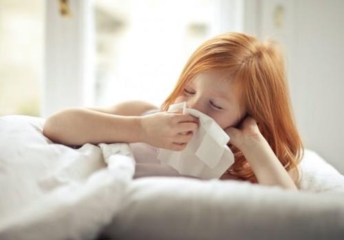 Gejala awal pneumonia adalah gejala yang menyerupai selesma (common cold) seperti batuk, pilek dan demam. (Foto: Ilustrasi/Pexels.com)