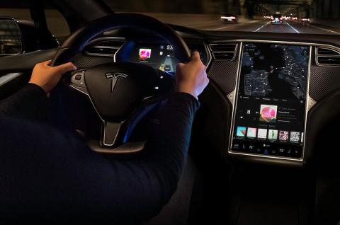 Mau Pasang Radio di Tesla? Tambah Rp7,1 Juta Dulu