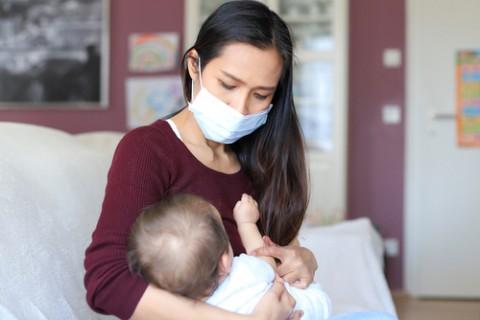 Cara Aman Menyusui Bayi di Tengah Pandemi