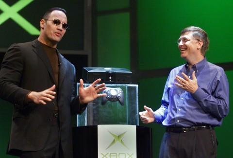 The Rock Bagikan Xbox Terbaru ke Anak-anak di Rumah Sakit