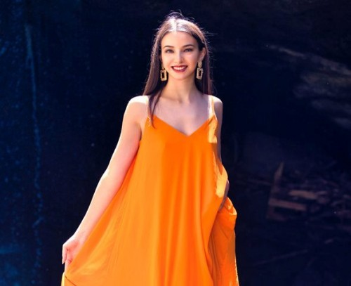 Berikut ini adalah padu pada warna fashion oranye yang bisa kamu tiru. (Foto: Unsplash.com)