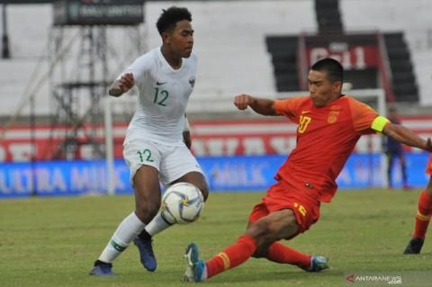 Penyerang Timnas U-19 Braif Fatari Berlatih Ekstra di Pantai