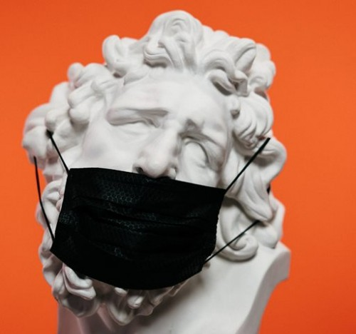 Masih banyak yang mengabaikan memakai masker dengan benar, contohnya digeser ke bawah hidung. Apa kata ahli soal ini? (Foto: Ilustrasi/Pexels.com)